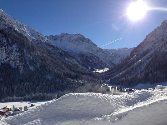 Winterlandschaft: Blick in das Wildental im Kleinwalsertal im Winter