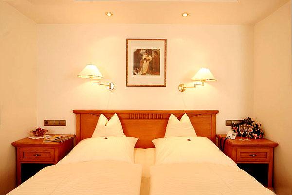 Der Schlafbereich im Doppelzimmer (Beispielzimmer) Hotel Sonnenbichl****, Oberallgäu