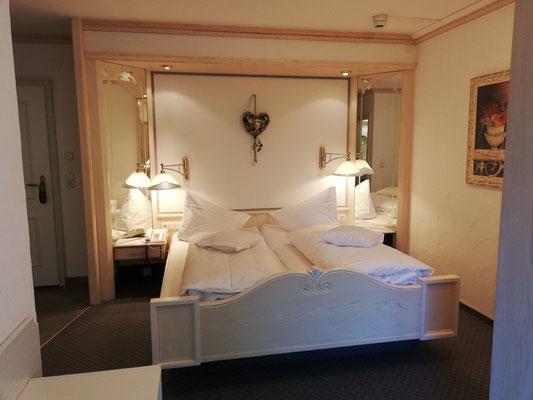 Zimmerbeispiel Komfort-Doppelzimmer Almhof Rupp***, Kleinwalsertal, Winterwanderwoche mit Meditation