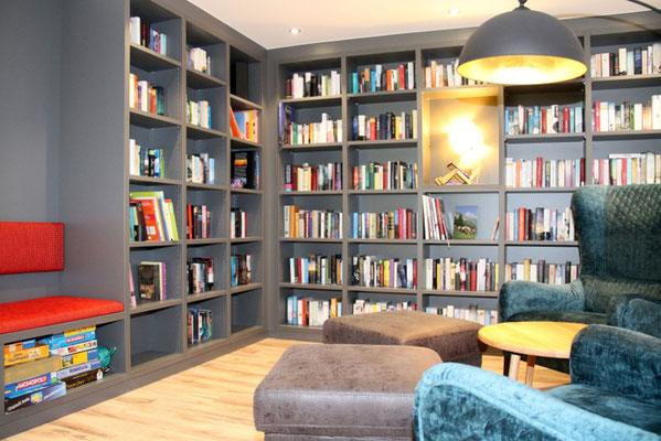 Eine Spieleecke und Bücher können jederzeit genutzt werden: Seminare für Achtsamkeit. wegezumsein.com bietet verschiedenste Auszeiten