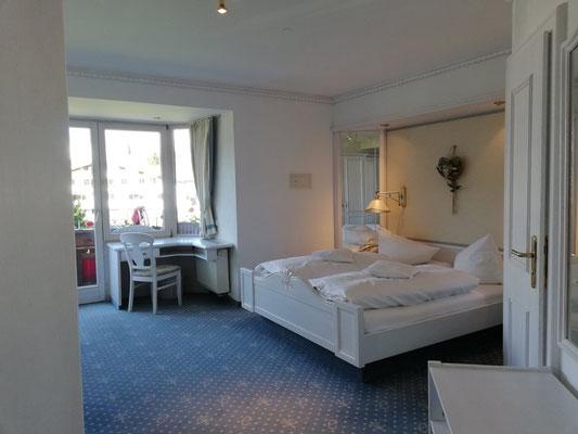 Winterwandern & Meditation im Almhof Rupp ****, Kleinwalsertal, Zimmerbeispiel Doppelzimmer Komfort