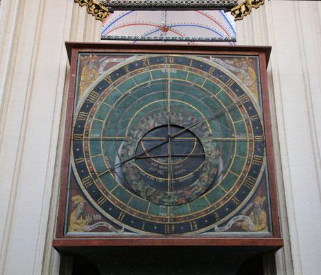 astronomische Uhr aus dem Jahr 1394. Sie ist die älteste mechanische Uhr der Welt, die noch immer ihr ursprüngliches Räderwerk enthält.