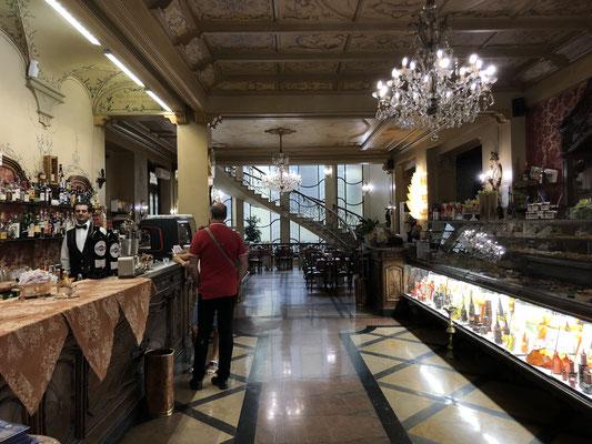 es hat viele schöne Lokale in Turin