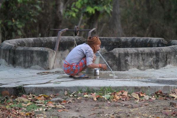 2012 Indien  - Zähne putzen
