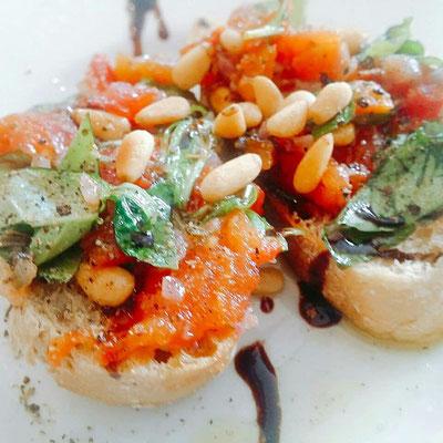 Bruscetta mit Tomaten-Aprikosen