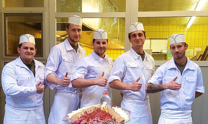 """""""Küsche"""" Wattinger mit seinem Team"""
