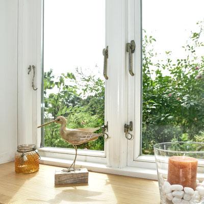 Von der Wohnküche hat man einen wunderbaren Blick in den Garten.