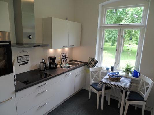 Die Küche hat eine wunderbaren Blick in den Garten.