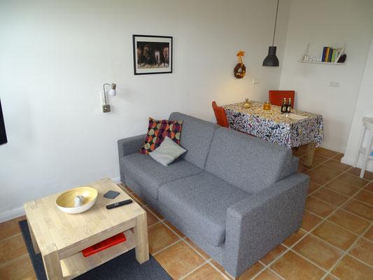 Das Sofa ist ausziehbar und mit einer richtigen Matratze versehen. (1,50x2,00m)