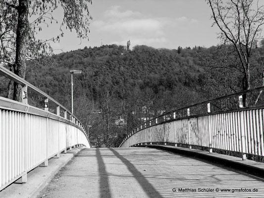 Brücke über die Lahn in schwerz weiß