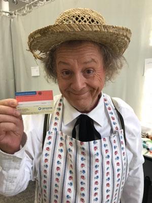 """Karl-Heinz """"Kalle"""" Pohl, deutscher Musiker und Komiker, als Gärtner Brassett in dem Stück """"Charly' s Tante""""  bei den Schlossfestspielen in Neersen"""