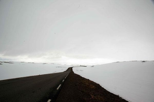 Man fuhr durch ein Schnee Wüste