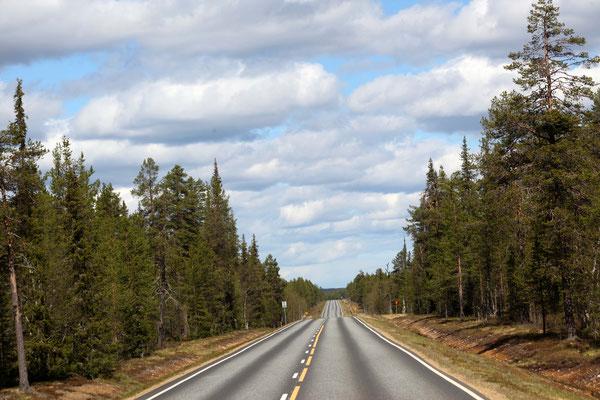Strassen in Finland so weit wie man Schauen kann