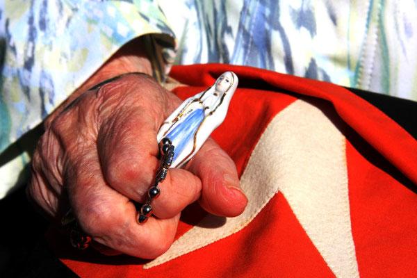 Lourdes in der Hand und im Herzen