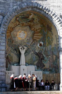 Messe am Altar Ste. Bernadette