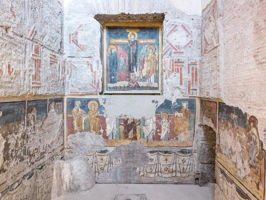 Santa Maria Antiqua - Nel muro di fondo predomina la nicchia con la Crocefissione monumentale