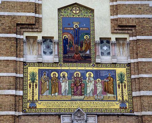 Frontone della Chiesa di Santa Maria Liberatrice