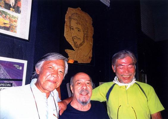 彼とY氏・・壁の絵は彼が描いた若き日のセルジオメンデス