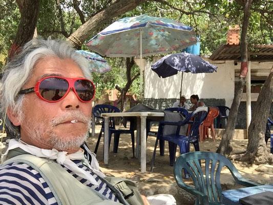 マクート海辺のカフェにて