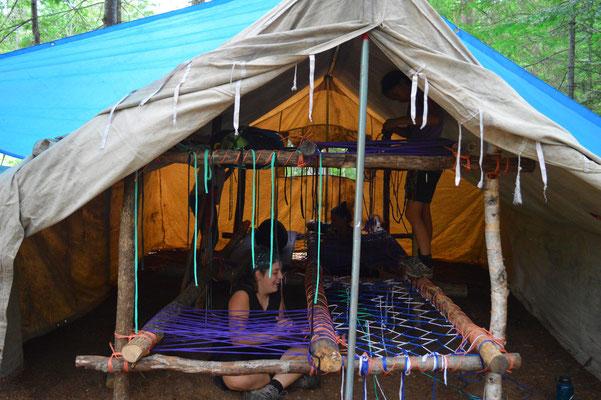 Montages des lits en camp d'été