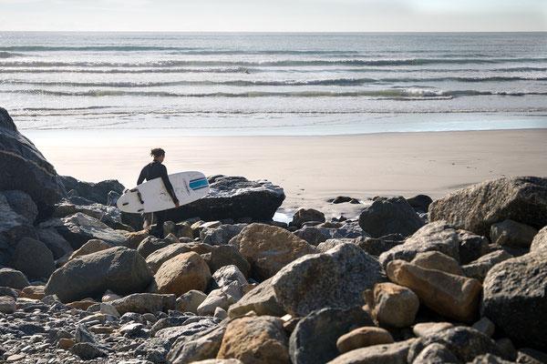 In Punakaiki kann man nicht nur Spazierengehen oder Wandern, sondern auch Surfen. Ein guter Spot ist nur einige 100 Meter von den Pancake Rocks entfernt.