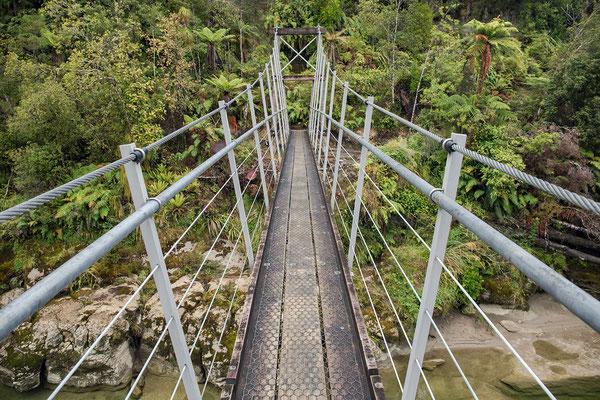 """Am Kohaihai River startet der """"Heaphy Track"""". Eine Alternative für alle, die den Abel Tasman Track zu touristisch finden."""