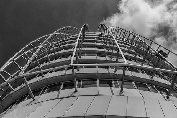 Blick zur Aussichtsplattform Sail City in Bremerhaven Deutschland
