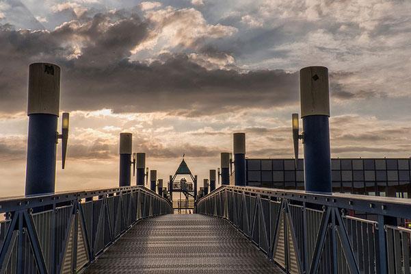 Aussichtsturm in Norddeich Deutschland abends mit Wolken