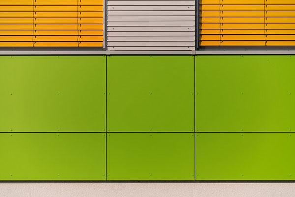 form-jalousien-gruen-gelb-bremervoerde-grundschule