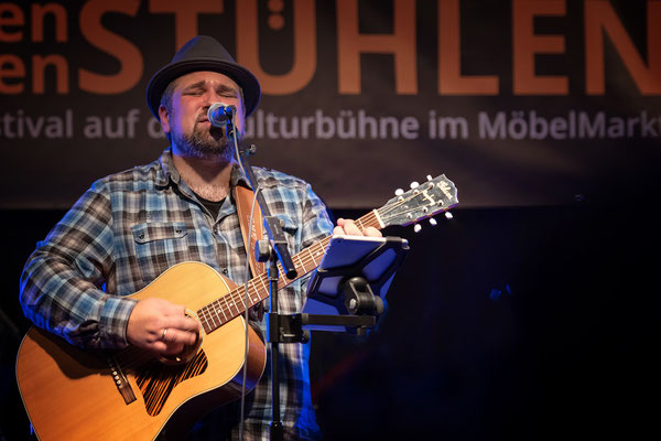konzert-bremervoerde-zwischen-den-stuehlen-kulturbuehne-im-Moebelmarkt-ben-moske-band