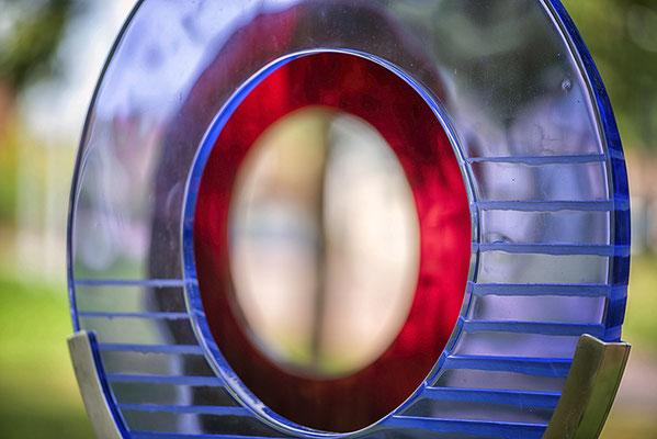 Glasfigur-blau-rund-mit Durchblick