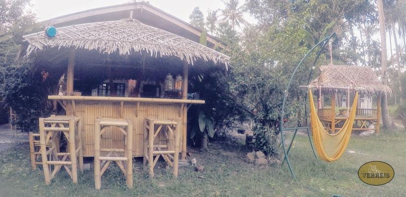 Die Bar im Garten