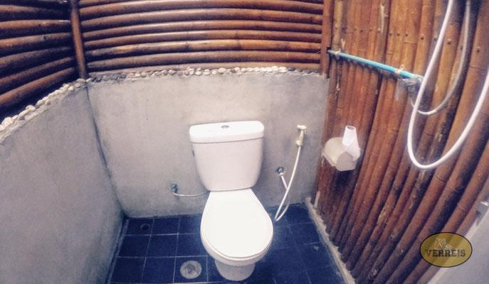 Das Badezimmer unter freiem Himmel