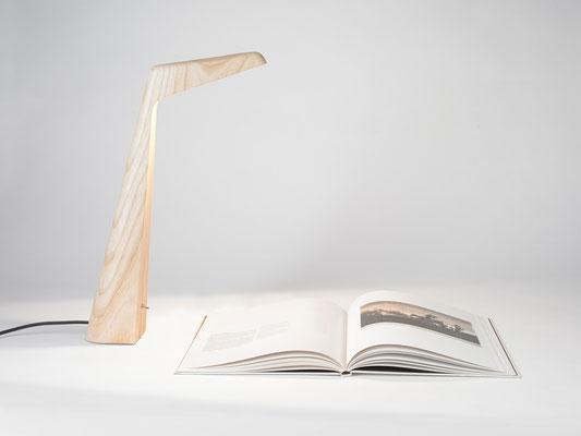 LED Tischleuchte Swan Eschenholz Massivholz