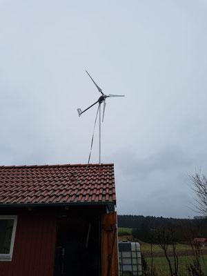 Leichtwindkraftwerk auf einer Scheune