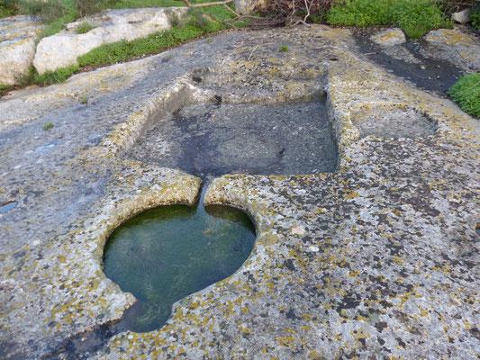 NEU: Ein steinzeitliches Wasserwerk auf Gozo (Copyright Hartwig Hausdorf)