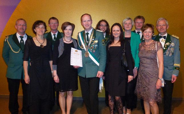 Landeskönig mit Begleitern beim Schützentag in Potsdam