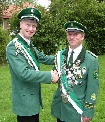 WSB Kreiskönig Hans-Christian Lummer mit Schießmeister und ehem. Kreiskönig Burkhard Sandheinrich