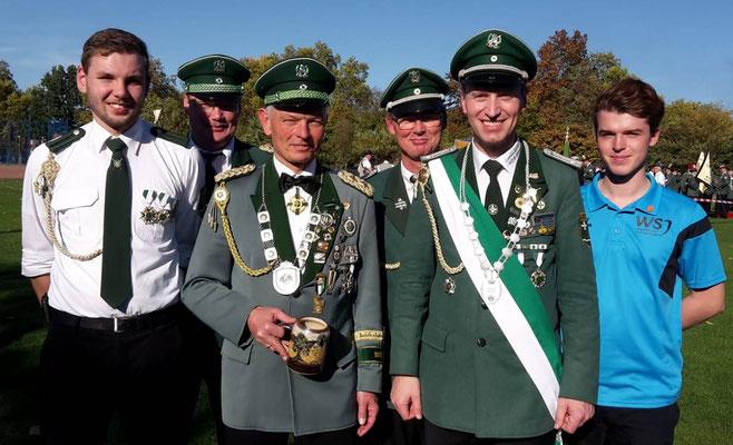 WSB Kreiskönig und WSB Landeskaiser mit Begleitpersonen in Gelsenkirchen