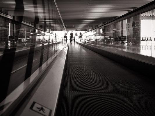 streetphotography silhouette - aeropuerto palma de majorca