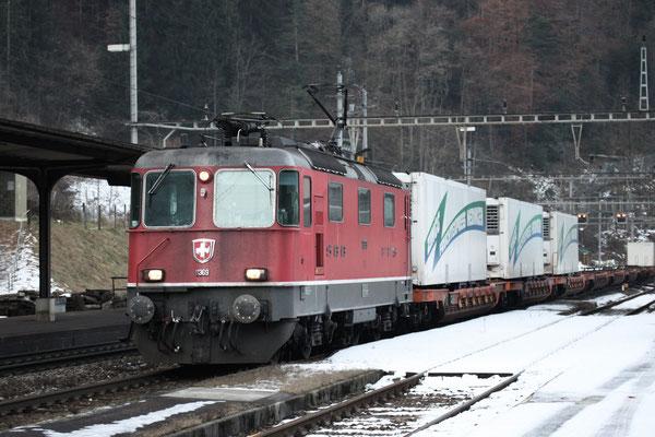 Re 4/4, 11369, Amsteg-Silenen (17.12.2013) ©pannerrail.com