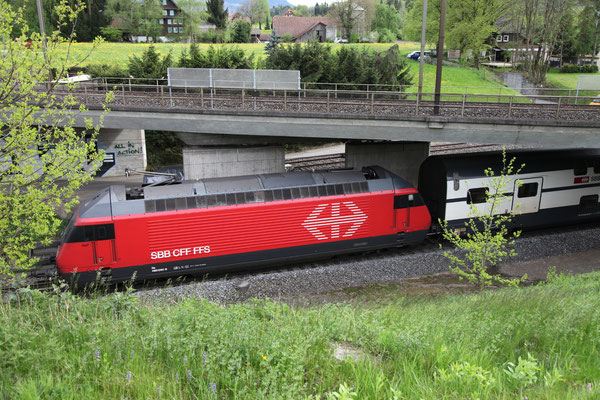 """Re 460 040-9 """"Napf"""", Rotkreuz, 30.04.2012 (©pannerrail.com)"""