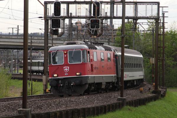 Re 4/4, 11151, Rotkreuz (30.04.2012) ©pannerrail.com