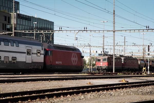 """Re 460 054-0 """"Dreiländereck"""", Rotkreuz, 02.08.2013 (©pannerrail.com)"""