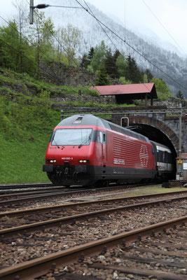 """Re 460 000-3 """"Grauholz"""" , Wassen, 24.05.2013 (©pannerrail.com)"""