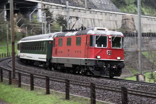 Re 4/4, 11127, Wassen (11.05.2013) ©pannerrail.com