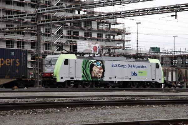 BLS Re 486 505, Rotkreuz (25.04.2012) ©pannerrail.com
