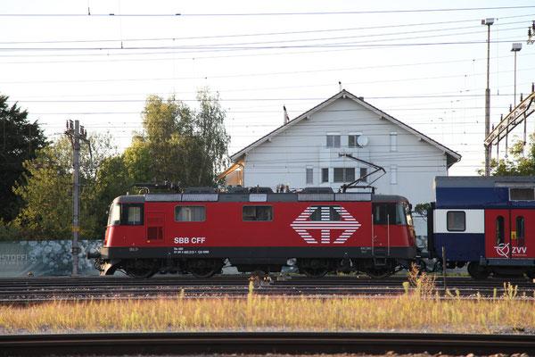 Re 4/4, 11213 (420 213-1 LION), Rotkreuz (05.09.2013) ©pannerrail.com