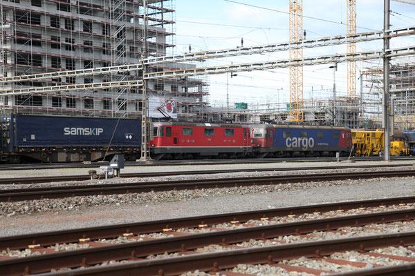 """Re 6/6 (Re 620) 11675 """"Gelterkinden"""", Rotkreuz (02.05.2012) ©pannerrail.com"""