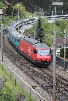 """Re 460 017-7 """"Les Diablerets"""" , Wassen, 24.05.2013 (©pannerrail.com)"""